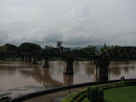 Most přes řeku Kwai, jeden z úseků železnice Smrti