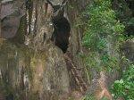 Jeskyně na jednom z ostrovů