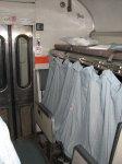 Ve vlaku se může každý nocležník skrýt za záclonku