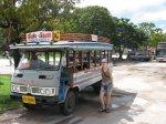 Anča a univerzální thajské vozítko singthaew